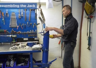 AC Hydraulic: Med en instruktionsfilm sparer vi tid og giver en ekstra service til vores kunder